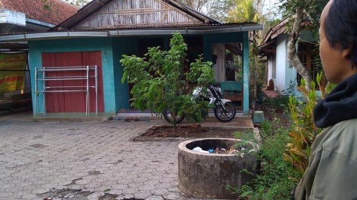 Rumah Suyono yang ditangkap Densus 88 di Dusun Tritih, Desa Danasri Lor, Kecamatan Nusawungu, Kabupaten Cilacap, Jawa Tengah tampak sepi, Minggu (17/11/2019).(KOMPAS.COM/FADLAN MUKHTAR ZAIN)