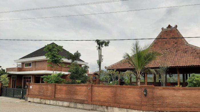 Menengok Rumah Tersangka Wahyu Setiawan di Banjarnegara