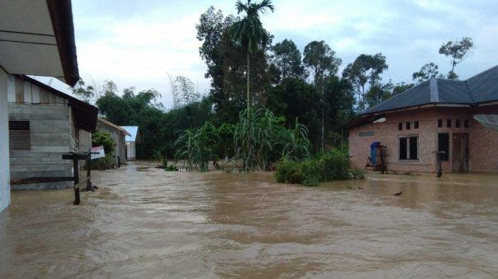 Rumah warga Gampong Keumuning, Kecamatan Langsa Lama, Kota Langsa, terendam banjir luapan Krueng Langsa, Selasa (12/11/2019) dini hari.