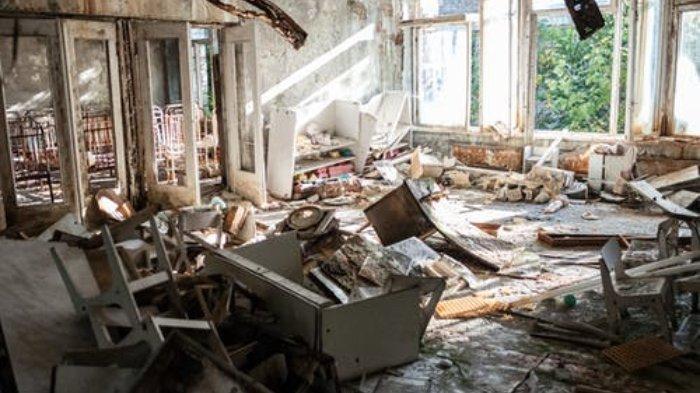 Pria Beli Rumah Kumuh Tak Berpenghuni, Terkejut saat Temukan 'Harta Karun' di Bawah Tumpukan Sampah