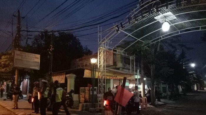 Kawasan kediaman ibunda Presiden Jokowi di Jalan Pleret Raya RT 3 RW 11 Kelurahan Sumber, Kecamatan Banjarsari, Kota Solo, Rabu (25/3/2020).