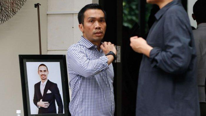 Suasana rumah duka suami dari penyanyi Bunga Citra Lestari (BCL), Ashraf Sinclair di Pejaten Barat, Jakarta, Selasa (18/2/2020). Ashraf meninggal dunia Selasa (18/2/2020) pagi, karena serangan jantung.
