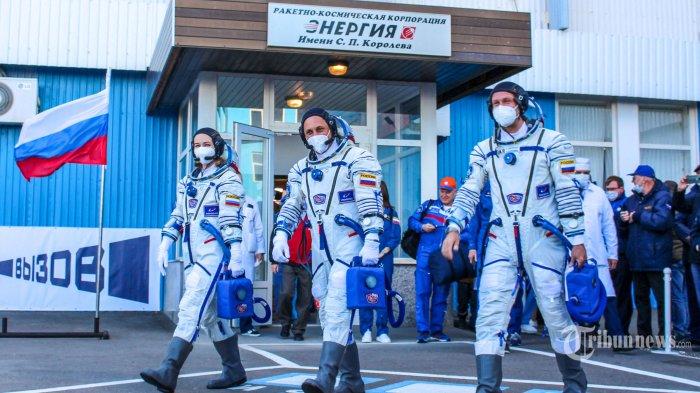 Berita Foto : Saingi Hollywood, Rusia Bikin Film di Luar Angkasa