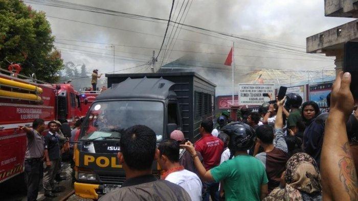 FOTO-FOTO Kerusuhan di Rutan Kelas II B Kabanjahe Kabupaten Karo Sumatera Utara