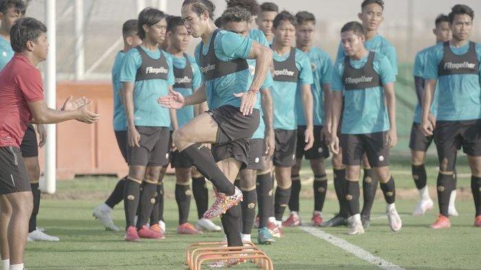 Ryuji Utomo mengikuti latihan timnas Indonesia di UEA jelang Kualifikasi Piala Dunia 2022 Zona Asia.