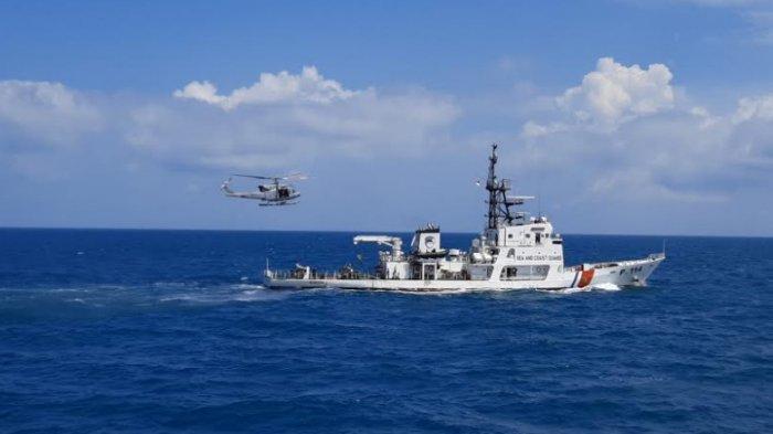 Saat TNI AL Evakuasi Korban KM Alugara dengan Helikopter di Perairan Bangka Belitung