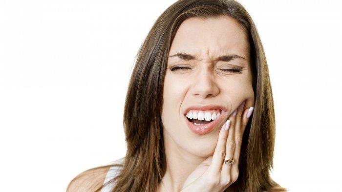 Simak cara mengobati sakit gigi yang cepat dan mudah, tanpa perlu ke dokter gigi.