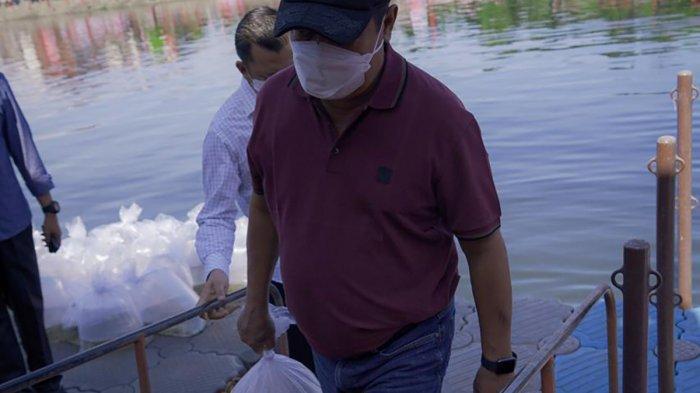 KKP Salurkan Bantuan 180.000 Benih Ikan Air Tawar di Jakarta Selatan