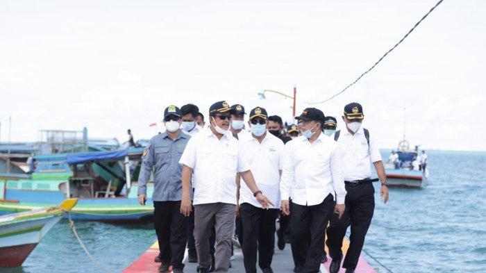 Menteri Kelautan dan Perikanan Sakti Wahyu Trenggono di Desa Suak Gual, Kecamatan Selat Nasik, Kabupaten Belitung