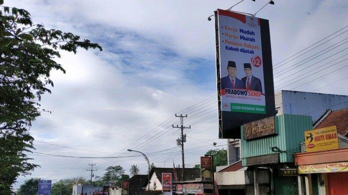 Sejumlah Baliho Romahurmuziy di Jalan Solo-Semarang Dicopot, Diganti Foto Prabowo-Sandi