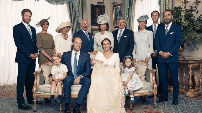 Salah satu foto resmi yang menandai pembaptisan Pangeran Louis