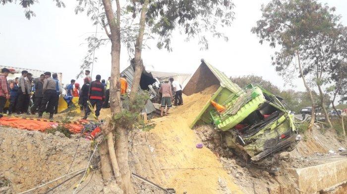 Salah satu truk yang terlibat dalam kecelakaan di KM 91 Tol Cipularang, Senin (2/9/2019)