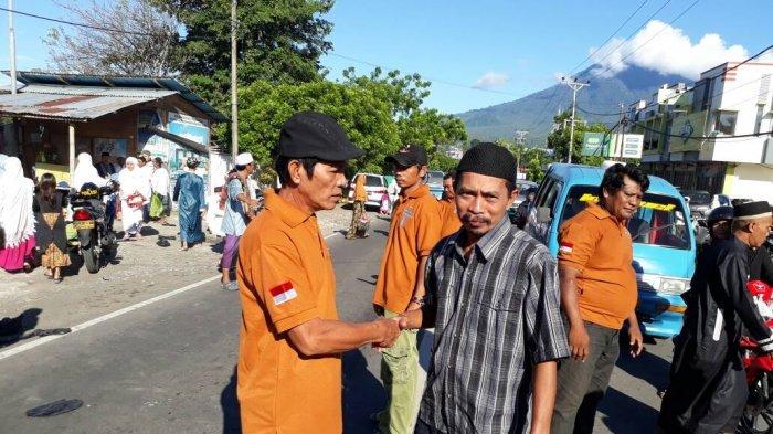 Usai Ibadah di Gereja, Adi Jaga Umat Muslim yang Jalani Salat Id di Masjid