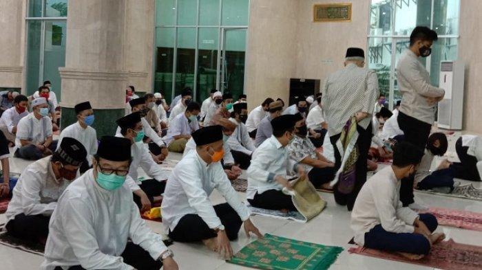 Anies dan Wagub Tunaikan Salat Idul Adha di Masjid Fatahillah Balai Kota DKI