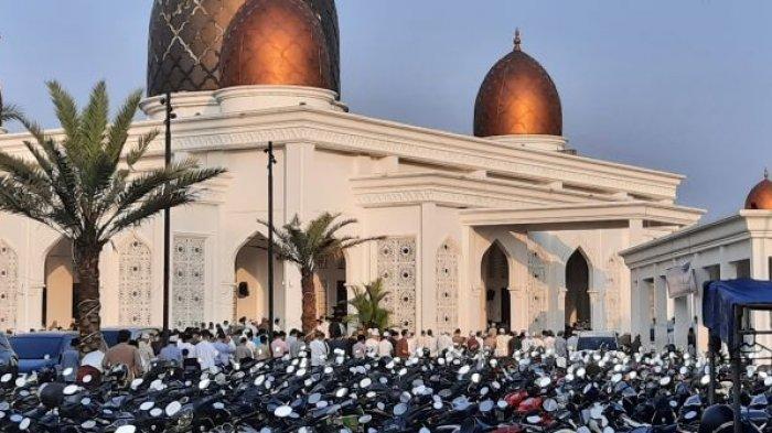 Salat Idul Fitri di Masjid Nurul Mustofa Center Depok Berjalan Khusyuk