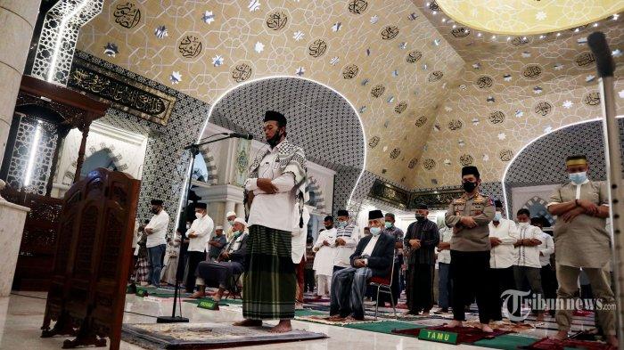 Ini Bacaan Niat Shalat Tarawih dan Shalat Witir, Lengkap dengan Doa Kamilin