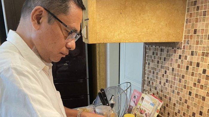 Mantan Menperin Tekuni Hobi Masak di Dapur untuk Tingkatkan Imunitas