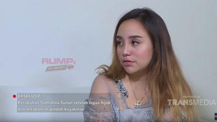 Salmafina Sunan hadir di program Rumpi Feni Rose