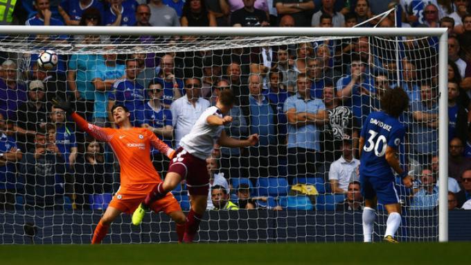 Chelsea vs Burnley: Sam Vokes Cetak Dua Gol ke Gawang Chelsea