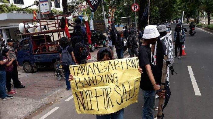 Ketika Korban Penggusuran Tamansari Bandung Menangis Di Hadapan Komisioner Komnas HAM