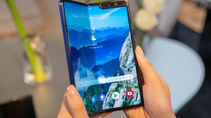 Harga dan Spesifikasi Samsung Galaxy Fold, Smartphone Lipat Pertama dari Samsung