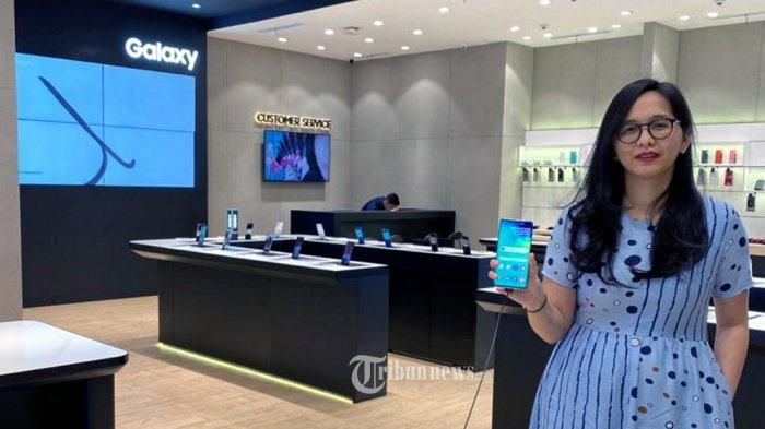 Samsung merilis produk smartphone terbaru, yaitu Samsung Galaxy S20 Series pada tanggal 12 Februari 2020, dihadiri Head of Device and Gadget Store XL Axiata Jojor Sabella Ignasia. TRIBUNNEWS.COM/IST/FX ISMANTO