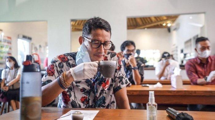 Hari kedua Menparekraf berkantor lagi di Bali menyempatkan waktu melihat produksi cokelat di POD Chocolate Factory.
