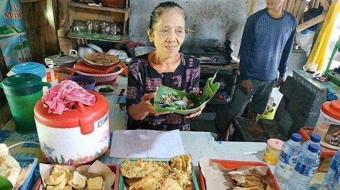 Madinem Kaget Ada Cawapres Makan Nasi Pecel Pincuk Seharga Rp 8 Ribu di Warungnya
