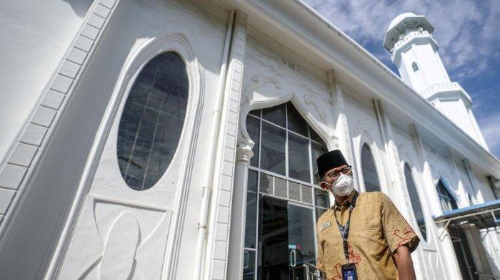 Sandiaga Salahuddin Uno menyempatkan diri singgah ke Masjid Rahmatullah1