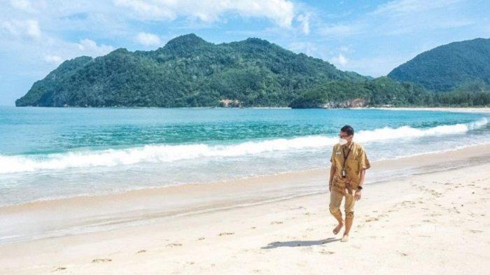 Sandiaga Uno Gagas Pantai Lampuuk Aceh sebagai Destinasi Wisata Sport Tourism