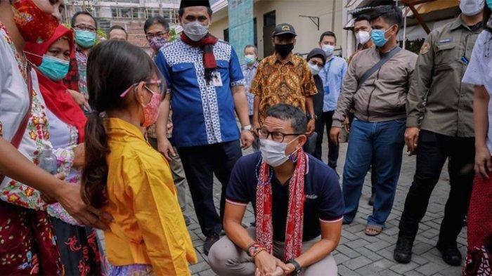 Sandiaga Uno ketika meninjau Kampoeng Jadhoel yang terletak di RT 04/ RW 02 Kelurahan Rejomulyo, Kecamatan Semarang Timur, Semarang, Jawa Tengah, Sabtu (13/3/2021).