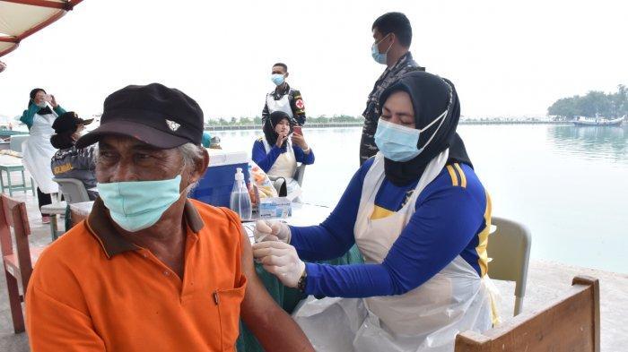 Serbuan Vaksin Maritim, TNI AL Jemput Bola Ke Warga Pulau Harapan dan Pulau Kelapa