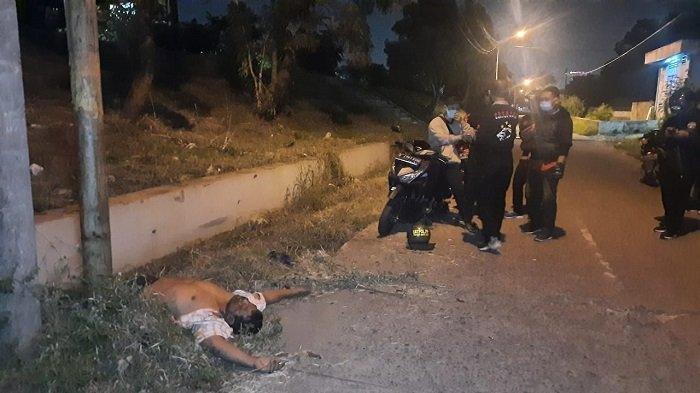 Diduga Mabuk Berat, Anggota Satpol PP Kota Bekasi Ditemukan di Pinggir Selokan, Begini Kondisinya