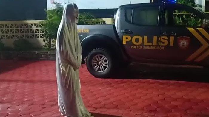 Konten Prank YouTube, 6 Remaja Berdandan Pocong, Diciduk Polisi Lalu Diminta Lompat-lompat di Kantor