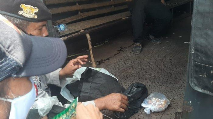 Potret Penggeledahan Warga yang Terobos Barikade Polisi di PN Jaktim, Akhirnya Dilepaskan