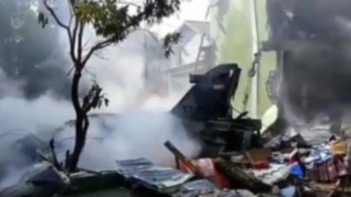 Satu unit pesawat jatuh daerah di Jalan Gading Marpoyan Raya Kubang Jaya, Kecamatan Siak Hulu, Kampar Senin (15/6/2020).