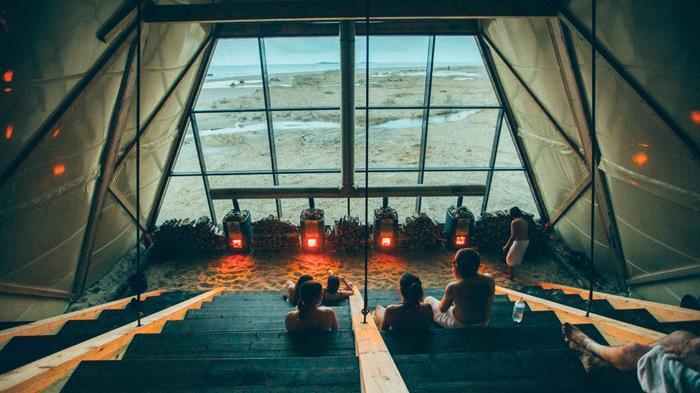 Sauna publik terbesar di dunia telah dibuka di sebuah pulau kecil di lingkat kutub utara.