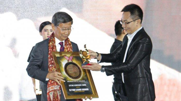S.D. Darmono Dianugerahi Lifetime Achievement Award di Ajang Golden Property Award 2019