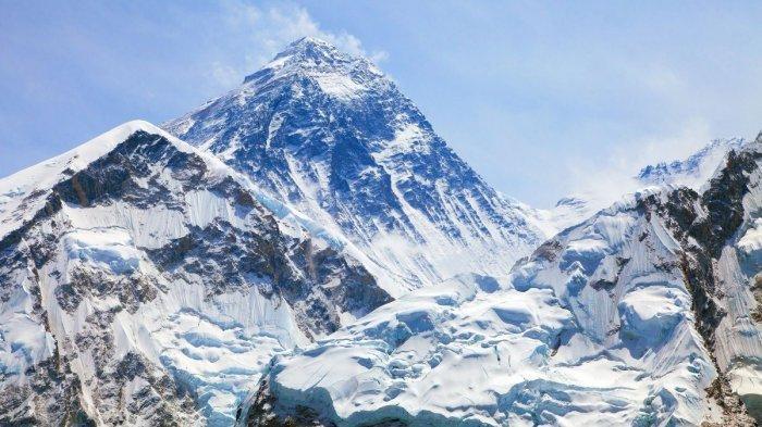 Sebagai gunung dengan puncak tertinggi di dunia, Gunung Everest menjadi