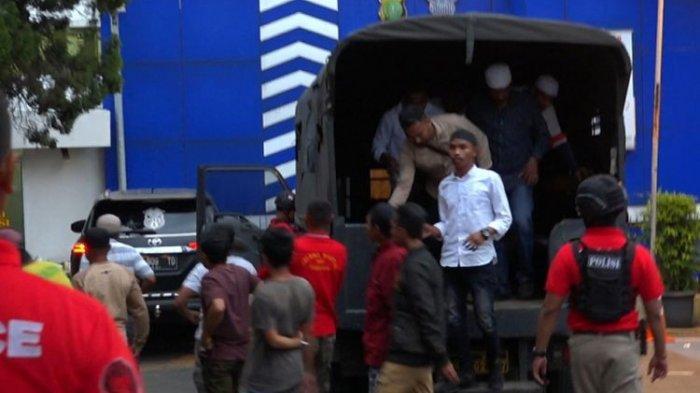 Sering Intimidasi Pekerja Tol Cijago, 20 Orang Preman Dibekuk Polisi