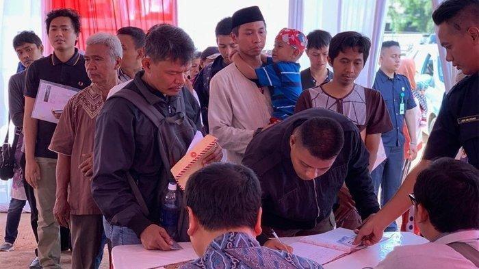 Sebanyak 220 pendaftar dinyatakan lolos verifikasi persyaratan administrasi di hari pertama proses pengajuan permohonan kredit dan pemilihan unit Program Samawa Rumah DP 0 Rupiah, Sabtu (27/7/2019).