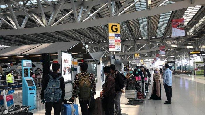 Sebanyak 66 WNI yang mayoritas merupakan siswa program magang dan pertukaran pelajar kembali ke Indonesia dengan penerbangan Garuda Indonesia yang menggunakan izin khusus repatriasi WNI ke tanah air.