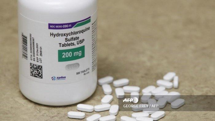 Sebotol dan pil Hydroxychloroquine di meja di Rock Canyon Pharmacy di Provo, Utah, pada 20 Mei 2020. Presiden AS Donald Trump mengumumkan pada 18 Mei bahwa dia telah menggunakan hydroxychloroquine selama hampir dua minggu sebagai tindakan pencegahan terhadap COVID-19.