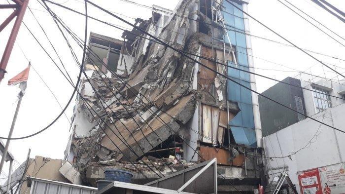Gedung Ambruk di Slipi, Saksi Mata Sebut dalam Hitungan 1 Menit Bangunan Runtuh Semua