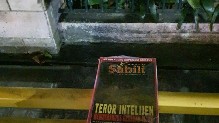 Sebuah benda mencurigakan ditemukan di depan Gereja GPIB Efftha di Jalan Melawai, Kebayoran Baru, Jakarta Selatan, Jumat (2/4/2021).   (TRIBUNJAKARTA.COM/ANNAS FURQON HAKIM)