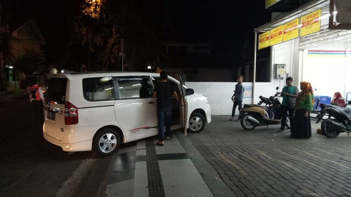 Dishub Banyuwangi Gembok dan Gembosi Kendaraan Parkir Sembarangan