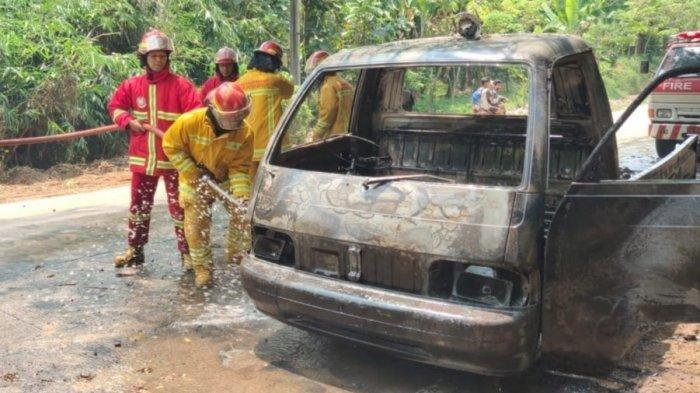 Mobil Penjual Tahu Bulat Hangus Terbakar di Bogor, 4 Orang Terluka