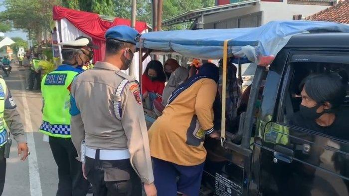 Polisi Periksa Pikap Ditutup Terpal di Perbatasan Majalengka-Sumedang, Ternyata Isi Penumpang