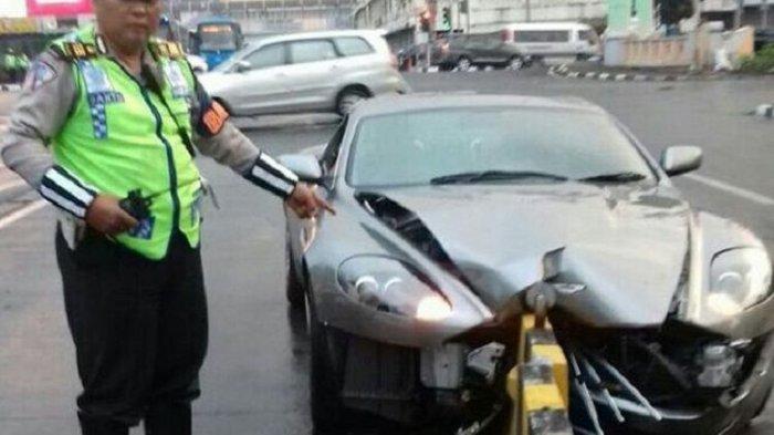 Mobil yang Pernah Dipakai Agen 007 James Bond Tabrak Separator Busway di Jakarta, Begini Kondisinya!