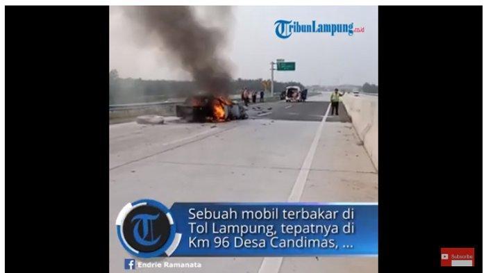 Sebuah mobil terbakar di Tol Lampung, tepatnya di Km 96 Desa Candimas, Kecamatan Natar, Lampung Selatan, Sabtu (19/8/2019) sekitar pukul 06.32 WIB. Empat korban tewas dalam kejadian itu